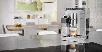 Cafetera automatica con espumador de leche